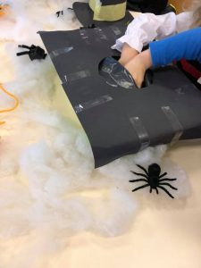 sensory box halloween party bilingual daycare Mies and Rolle