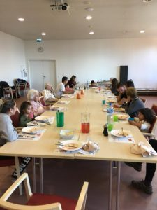 gouter intergenerationnel creche bilingue de Mies