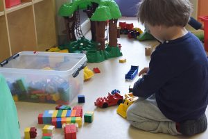 Kids playing Villars-sur-Glâne bilingual daycare